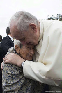 Pope-and-Ecuadorian-woman-2015-1